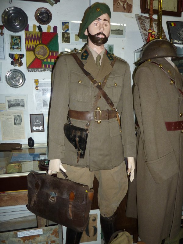 Petit nouveau au musée, un Sous-Lieutenant Chasseurs Ardennais.....