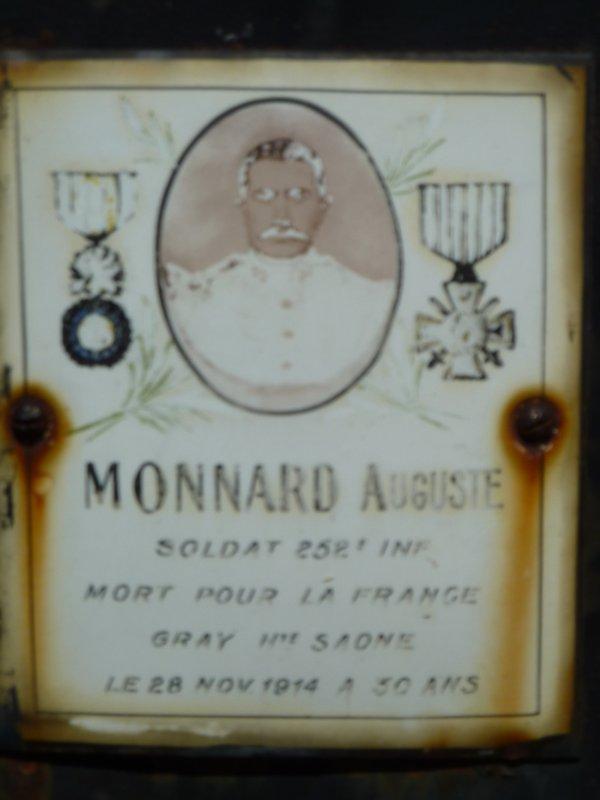 Découverte dans le cimetière de Cornillac, en Drôme Provençale....De plus en plus rare, car abîmée avec le temps...
