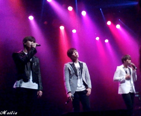 U-KISS Scandal in Paris (28.09.2014)