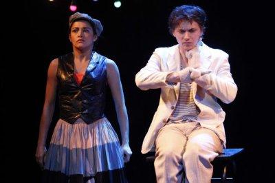 Théâtre - Pour l'amour de Gérard Philippe (2011) Photo Le Parisien - 22 février 2011