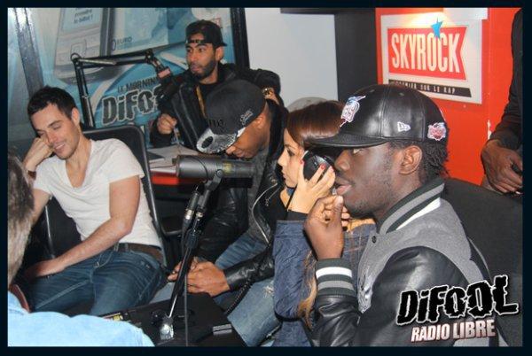 La Fouine et son groupe dans la Radio Libre