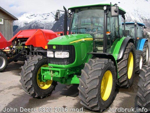 John Deere 5820