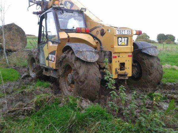 Chargement de bottes dans la boue