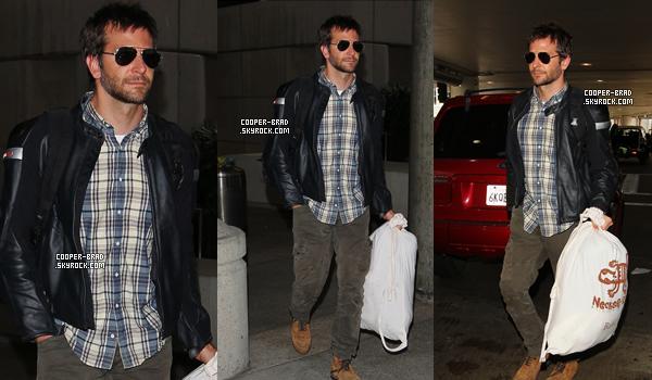 | Candids | 10.09 : Bradley à l'aéroport de Los Angeles + 80e anniversaire d'Esquire