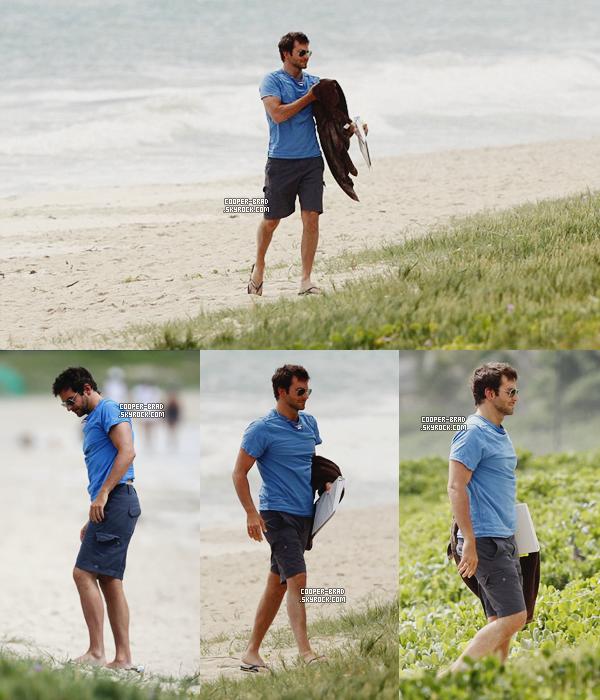 | Candids | 14.09 : Bradley sur une plage hawaïenne + shooting de 2011