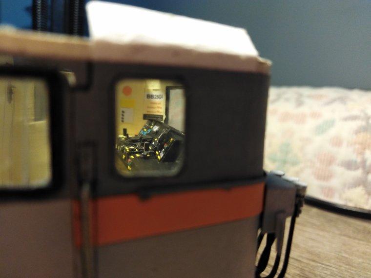 BB 25624 « la Danseuse » (6) : le poste de conduite, une pièce d'horlogerie !