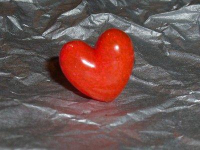 Bague coeur en fimo liquide rouge