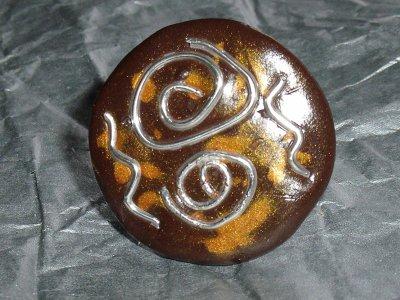 bague en fimo marron et or et fil de fer