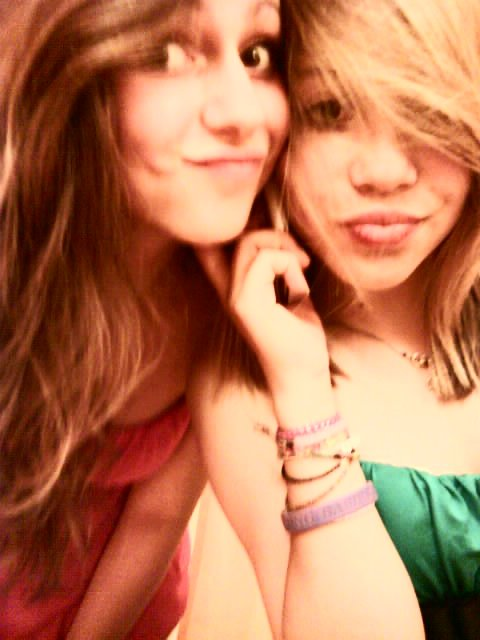 Notre amitié est inexplicable.. 1O Ans , D'amitié. Une année de 4* parfaite , A tes côtés, Je t'aime tellement ♥ Caaarla ..