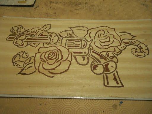 """marqueterie """" arme à fleur """"après collage"""
