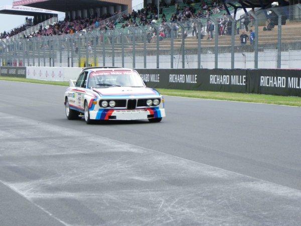 Le Mans Classic c'est aussi la course (vue des stands)..