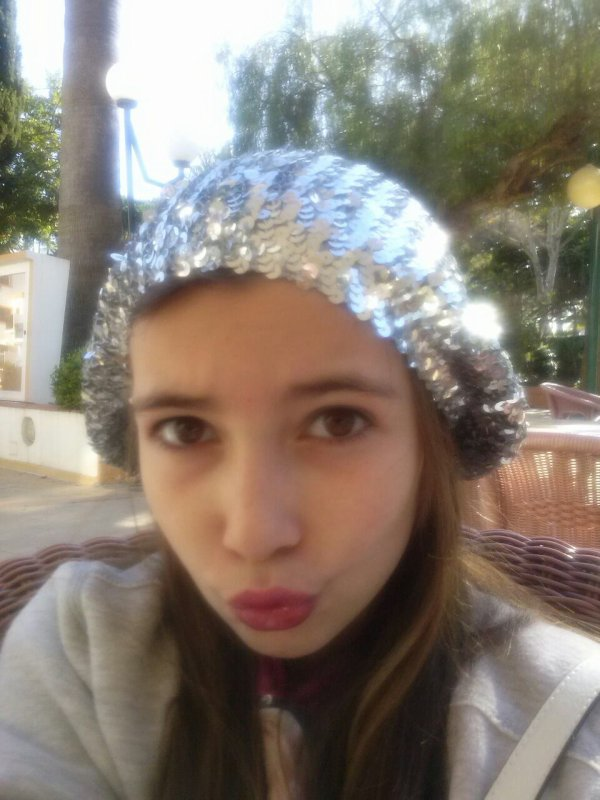 Moi+bonnet brillant