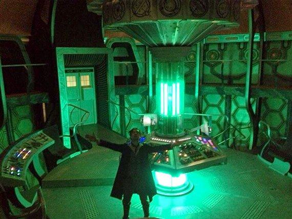 Paul McGann dans le TARDIS du 11ème Docteur !