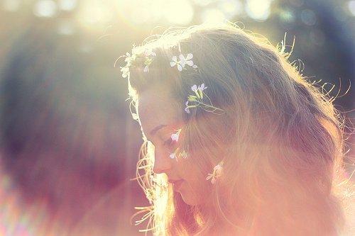 « Ne reste jamais seule ; car si tu es seule tu penses,si tu penses tu te souviens, si tu te souviens, tu pleures. »