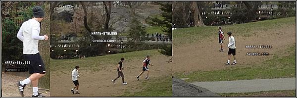 __ _____ 16/03/12 : One Direction ont donné une nouvelle Interview pour Elvis Duran. Et les garçons étaient aussi dans Central Park entrain de jouer au football .