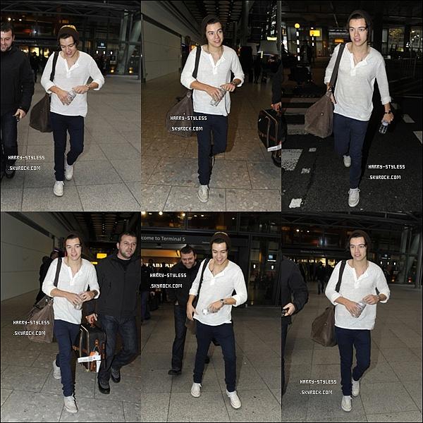 __ _______________ 16/11/12 : Harry à l'aéroport d'Heathrow en Angleterre..