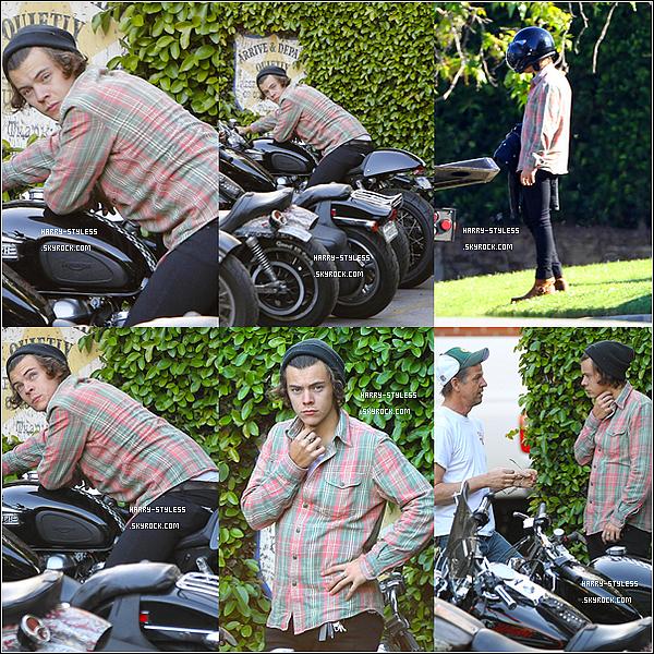 __ 12/03/14 : Harry sortant d'un restaurant appelé Craig  à West Hollywood..