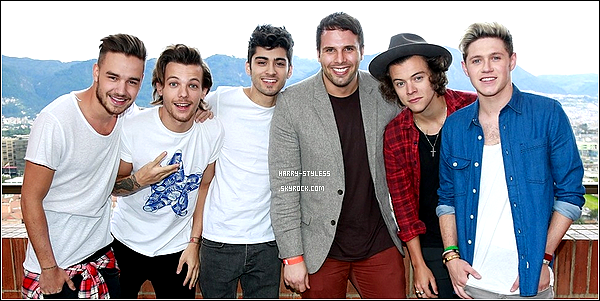 __ 24/04/14 : les One Direction ont donné une interview exclusive pour la magazine américain « The Sun »..
