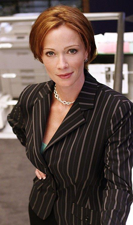 """Et maintenant place a notre magnifique directrice rouquine ♥ ! Jennyfer """"Jenny"""" Shepard ! ♥♥♥."""