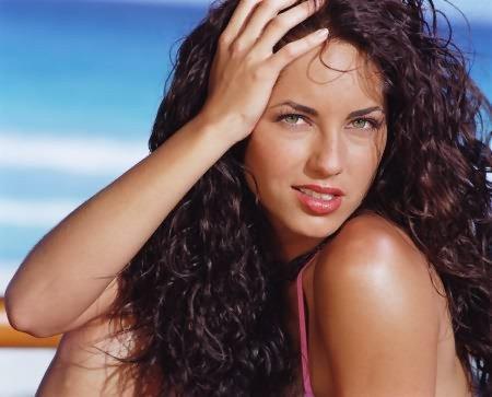 une femme avc des beaux yeuxxx!!!!!