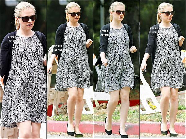 02/06/2012 - Découvrez seulement les candids de Anna se baladant dans Los Angeles.