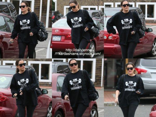 10 juin 2014: Khloe a été vue alors qu'elle quittait le Southampton Inn à Southampton, NY