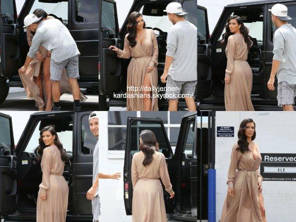 27 juillet 2014: Kim a été vue alors qu'elle quittait un photoshoot à Los Angeles
