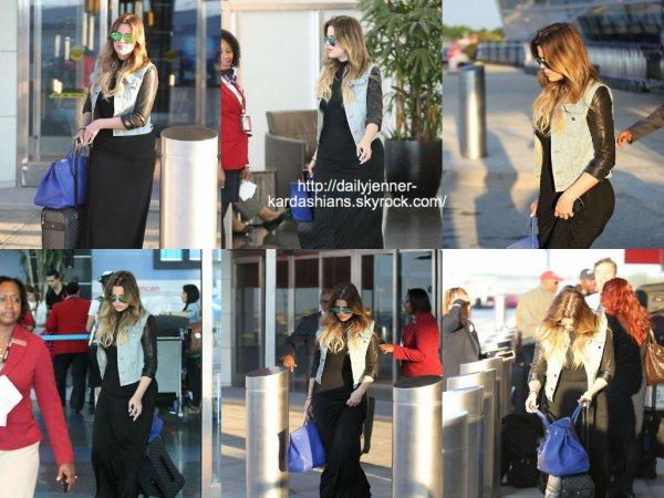 29 juillet 2014: Khloé a été vue alors qu'elle quittait l'aéroport de New York
