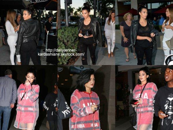 5 août 2014: Kim et Kylie ont été vues alors qu'elles quittaient le restaurant La Scala à Beverly Hills.