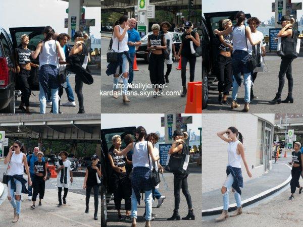 6 août 2014: Kendall a été aperçue avec Hailey Baldwin, Willow Smith et Jaden Smith à New York
