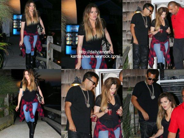 6 août 2014: Khloe a été vue avec French Montana alors qu'ils quittaient un restaurant dans les Hamptons