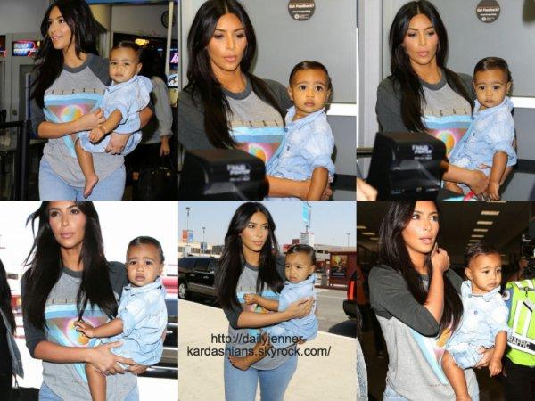 7 août 2014: Kim a été aperçue alors qu'elle arrivait à l'aéroport de Los Angeles avec sa fille North