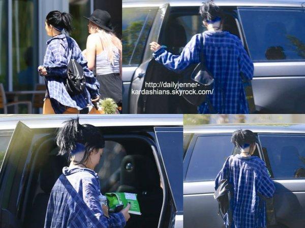 18 août 2014: Kylie a été vue alors qu'elle quittait un centre commercial avec une amie à Los Angeles