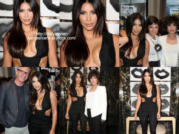 20 août 2014: Kim a assisté au  Cassandra Huysentruyt Grey Hosts Artist In Residence Donald Robertson Tt VIOLET GREY Melrose Place.
