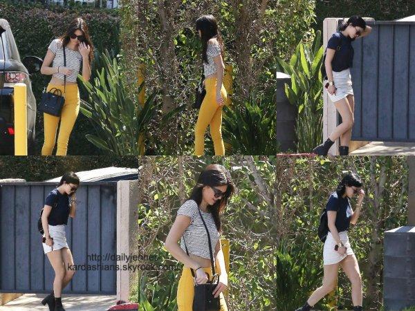 21 août 2014: Kendall et Kylie ont été aperçues alors qu'elles arrivait au bureau de leur famille