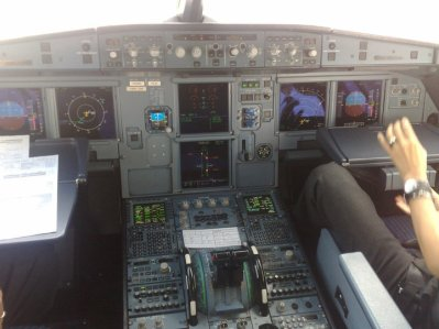 Cockpit Airbus A320  Air arabia