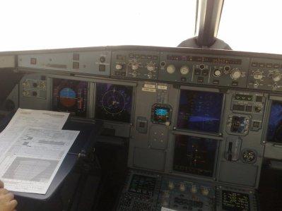 Cockpit Airbus A320  Air arabia