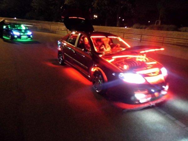 Quelques voitures néons et éclairage tuning :)