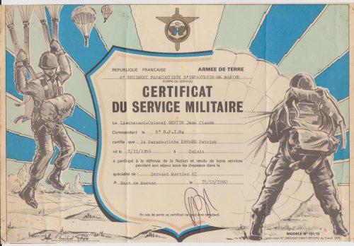 voila je vous donne quelques infots quand j'été chez les paras  Je vous présente un Transal C 160 Aussi la priére du Para Mon brevet 411637 Moi en uniforme d'été puis mon certificat militaire