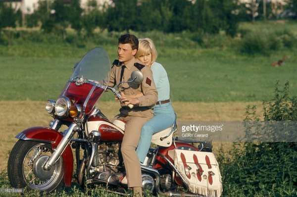 +++++ Hommage fait par Sylvie Vartan à notre Taulier Merci tu nous l'avais promis Aux revoir Johnny mais pas adieux à tout jamais dans nos coeur  +++++