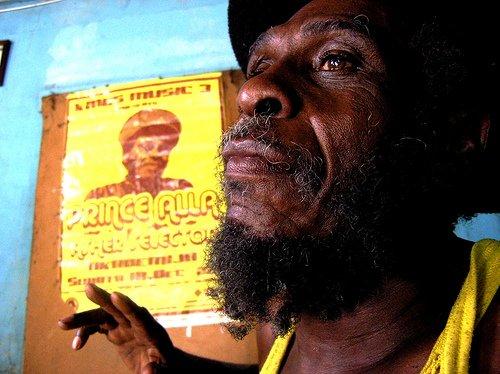 Prince Alla (chanteur de reggae) parle de sa rencontre avec Prince Emmanuel (Patriarche des Bobo Ashanti)
