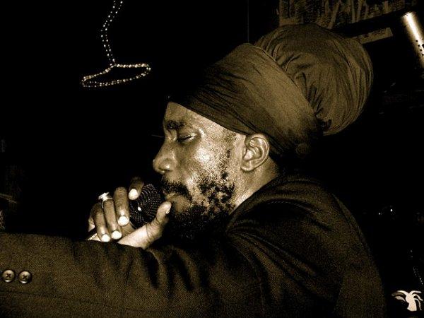 Quand le reggae moderne et son message devient intolérant
