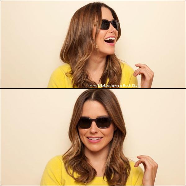 -L'association Pencils Of Promise que défend Sophia est soutenue par la marque Warby Parker qui lance une collection de lunettes pour montrer son soutien à l'association. -Sophia est l'ambassadrice de cette collection est chaque paire vendue rapportera 30$ à Pencils Of Promise.  -