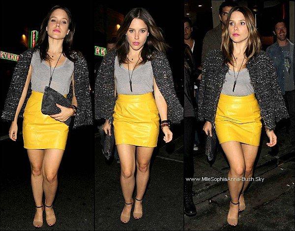 -Sophia était au Sayers Night Club avec ses deux meilleurs amis Cameron et Jenny pour un concert. Top ou flop sa tenue ? -