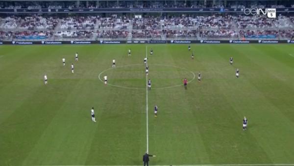 7e journée Ligue 1 ; ere mi-temps ( bordeaux 0 - 0 caen )une trais mauvaise pelouse qui gene le jeu bordelais .
