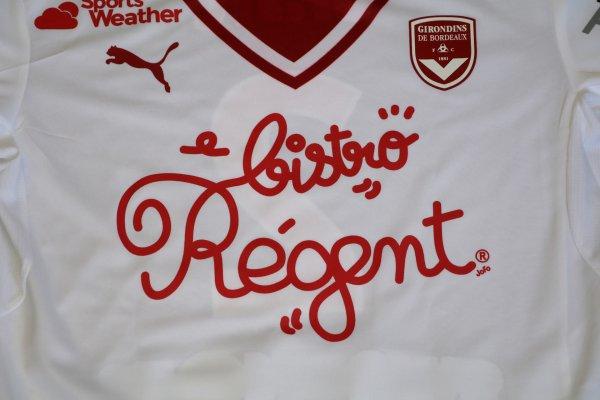 Première avec le maillot « Bistro Régent »