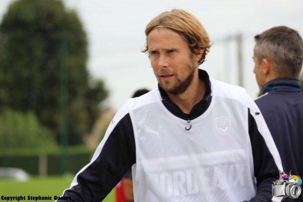 Touché au genou, Jaroslav Plasil reprend l'entraînement en début de semaine prochaine