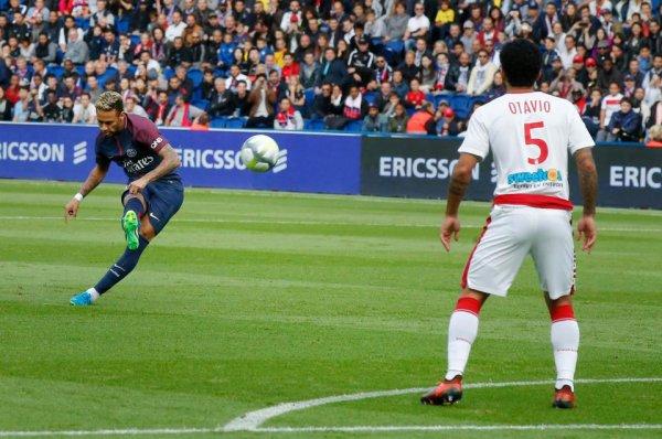 Neymar marque un coup-franc magnifique face à Bordeaux