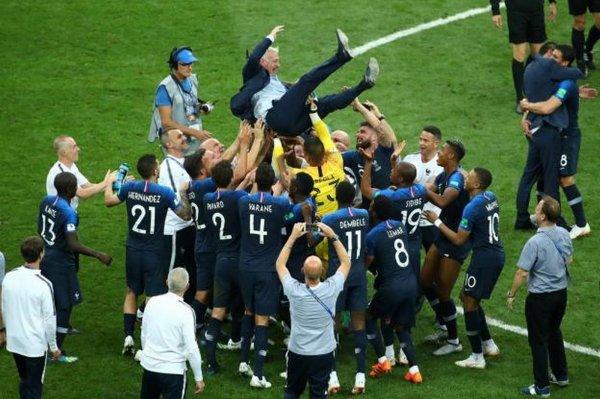 Didier Deschamps : «Sur le toit du monde pour quatre ans» Didier Deschamps, le sélectionneur de l'équipe de France, a mis en avant le «travail» de ses joueurs.