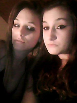 Moi à gauche Ma soeur à droite